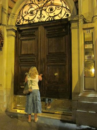 A View of Rome: The door in the street