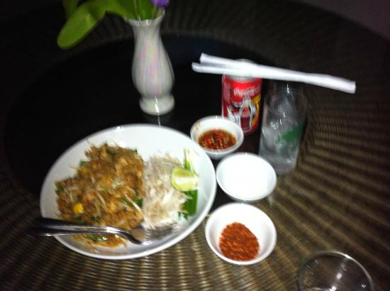 Piyaporn Pavilion Hotel: Room service cost 80 baht including drink August 2012