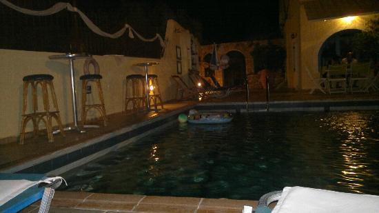 Maria Flora Apartments: La piscinetta