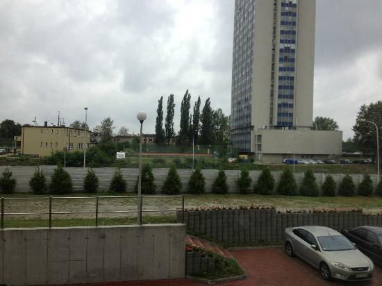 Park Hotel Diament Katowice: fantastyczni widok na parking, A4 i budynek prokuratury
