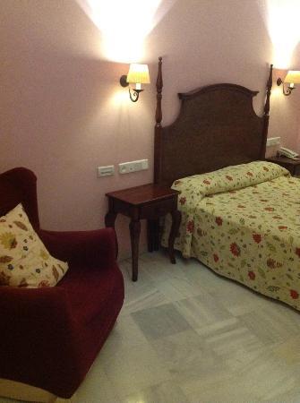 Hotel Las Cortes De Cadiz : Our room