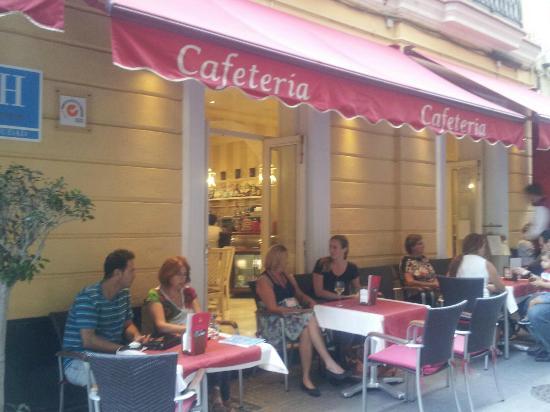 Hotel Las Cortes De Cadiz : Outside the hotel