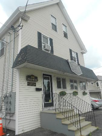 SK Tours Of Maine, LLC: Ralph lived above this store in Insomnia