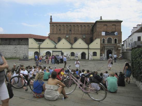 Krakow Tour Guide Christopher: Oldest Synagogue in Krakow (built 1407 or 1492)