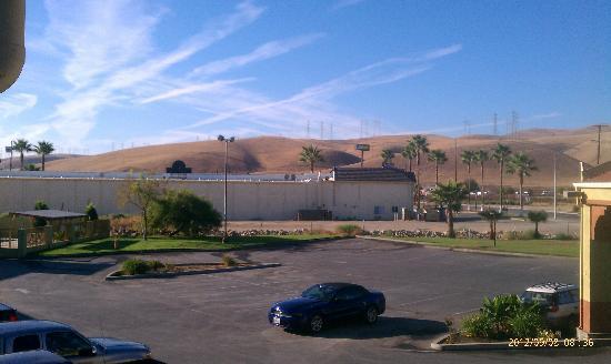 Econo Lodge: だだっ広い砂漠の中にポツリとホテルがあります。