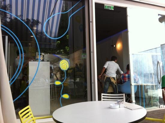 Hip Cafe : backyard terras