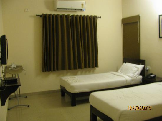 Maple Suites, Serviced Residences: Guest Room...