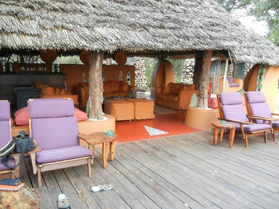 andBeyond Grumeti Serengeti Tented Camp : reception area where you met for cocktails pre-dinner