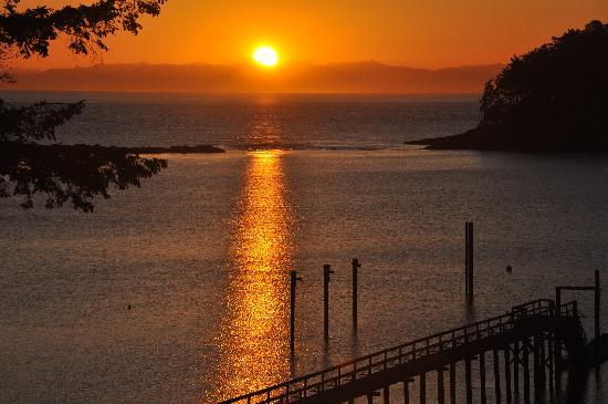 Mayne Island Resort: Sunrise on Mayne Island.