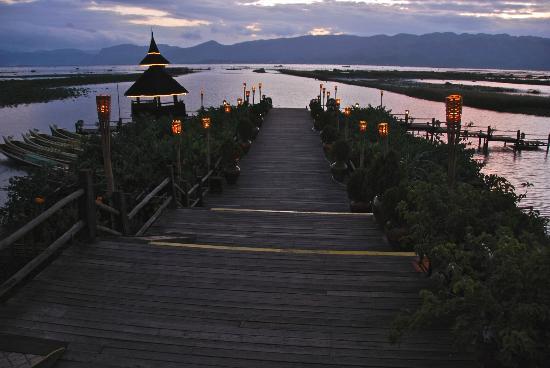 Myanmar Treasure Inle Lake: Welcoming area at sunset