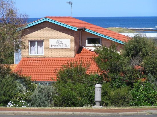 Beachside Prevelly Villas: Double level house.ocean views