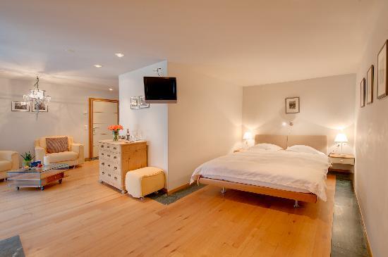 Coeur des Alpes: Grosses Doppelzimmer/ Large double room