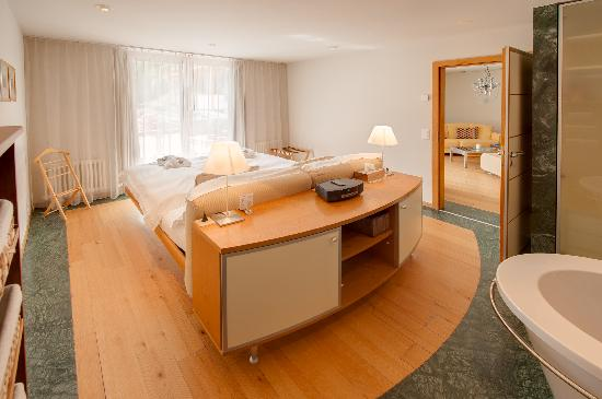 Coeur des Alpes: Schlafzimmer Suite/ Bedroom Suite