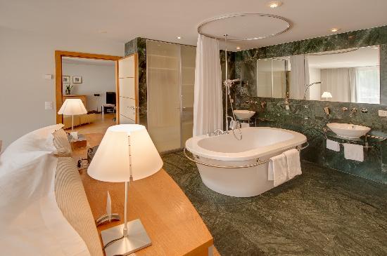 Coeur des Alpes : offenes Badezimmer Suite/ Open Bathroom Suite