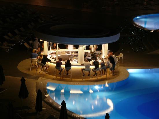 Princess Andriana Resort & Spa : Pool bar @ night
