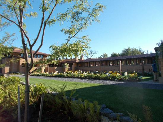 Frank Lloyd Wright's Darwin D. Martin House Complex: Side of the Complex