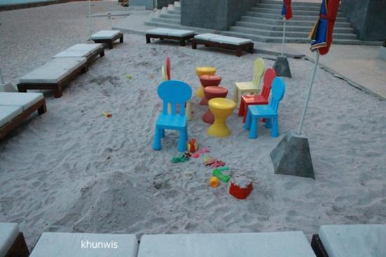 Novotel Hua Hin Cha Am Beach Resort and Spa: Sand pit.
