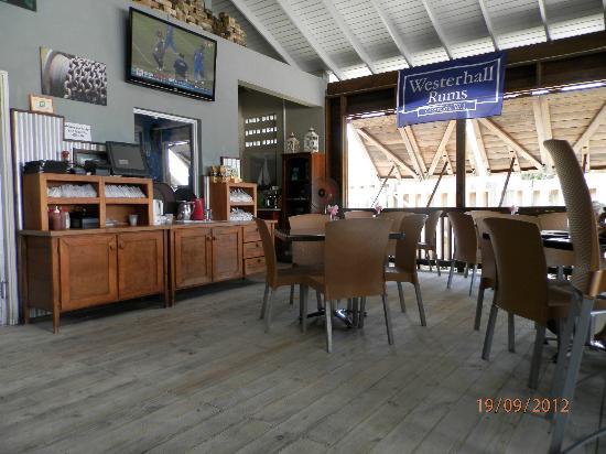Umbrellas Beach Bar: Nice little place