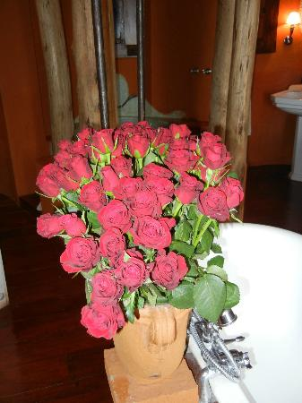 andBeyond Ngorongoro Crater Lodge: fresh roses in the room