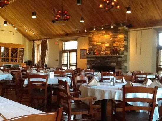 Sylvan Lake Lodge dining room