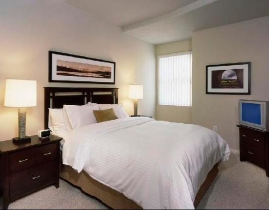 Oakwood At Summit Doral: Bedroom