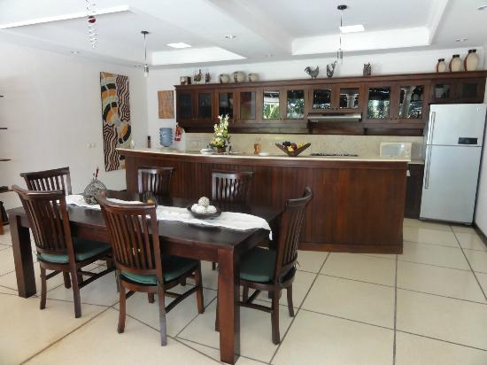 Villa Bugis: Villa Ginger - Dining & Kitchen
