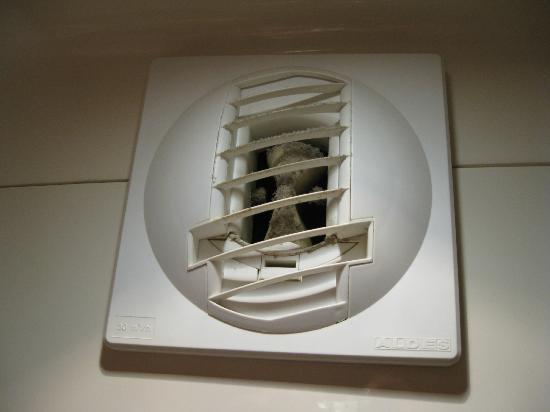 Premiere Classe Geneve - Prevessin: la VMC de la salle de bains