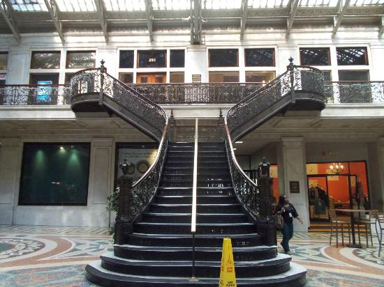 Ellicott Square Building : Staircase
