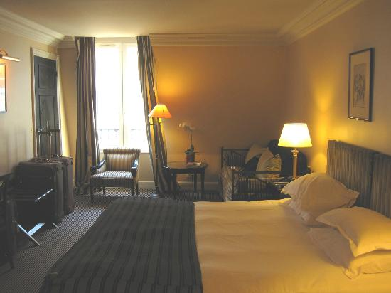 Hotel Villa d'Estrees: Fifth Floor Largest Suite with King Bed and Sofa/bed.