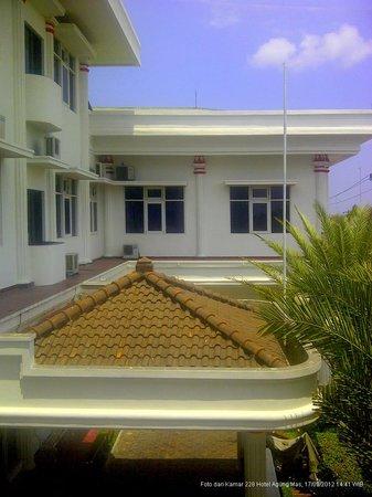 Hotel Agung Mas: Bagian Hotel dilihat dari Kamar 228)