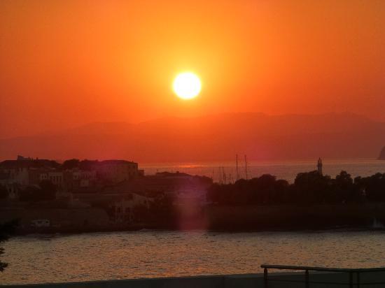 Ξενοδοχείο Χαλέπα: Sunset from the roof