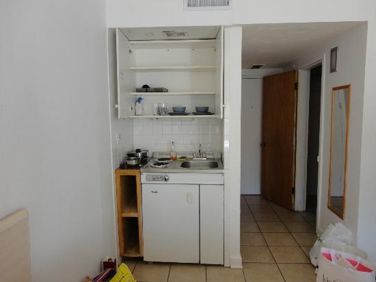 Lorraine Hotel: Pequena cozinha mas suficiente