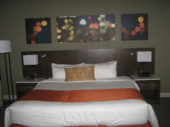 Delta Hotels by Marriott Montreal: very comfy bed and great linens