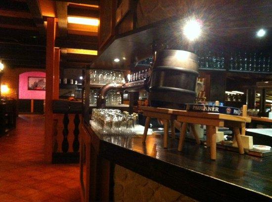 JC Beer & More: zona bar