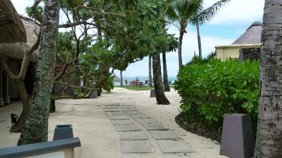 Constance Belle Mare Plage: Hotel grounds