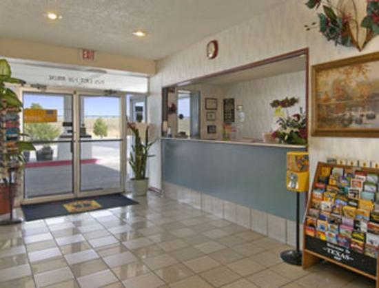 Super 8 Abilene North: Lobby