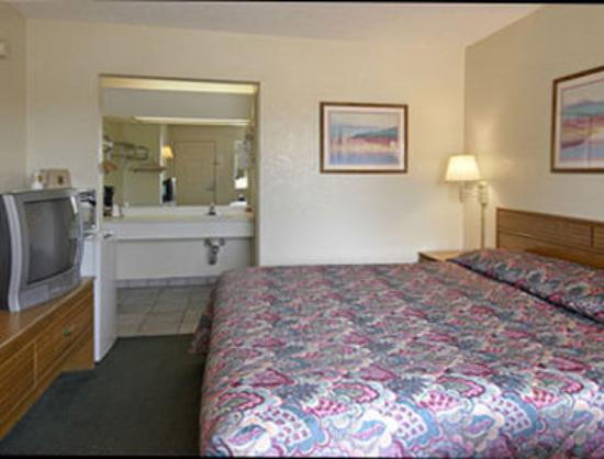 Super 8 Abilene North : Standard King Bed Room