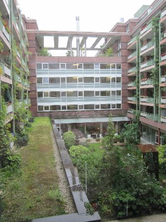 Lindner Hotel Dom Residence: View into the garden