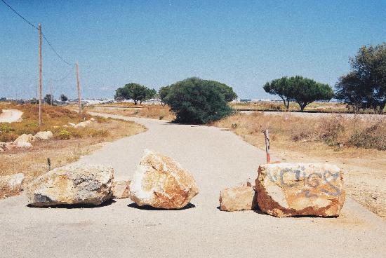 Meia Praia : National road M534 blocked with huge rocks.