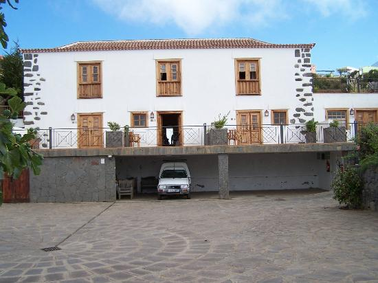Hotel Rural Casablanca: vue depuis la parking, des chalmbres donnant sur l'océan