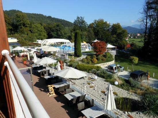 Hotel Balance: Blick von Balkon in den Garten