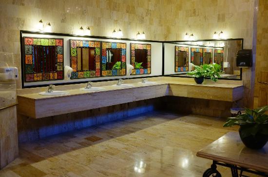 Paradisus Punta Cana Resort: Public men's bathroom