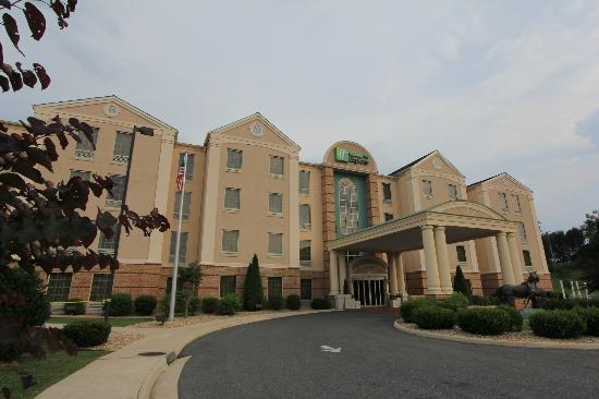 Holiday Inn Express Lexington: Entrée de l'hôtel