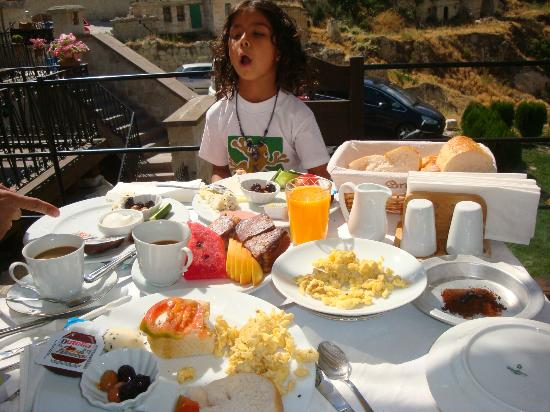 Goreme Suites Hotel: Breakfast on Terrace