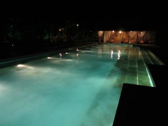 Rancho do Peixe: Pool at night