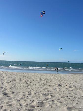 Rancho do Peixe : Kite-surfing on the beach