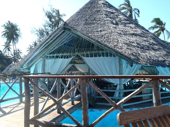 Neptune Pwani Beach Resort & Spa: restaurant