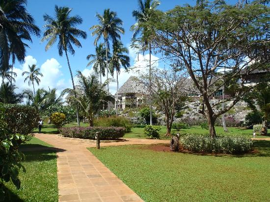 Neptune Pwani Beach Resort & Spa: hotel grounds