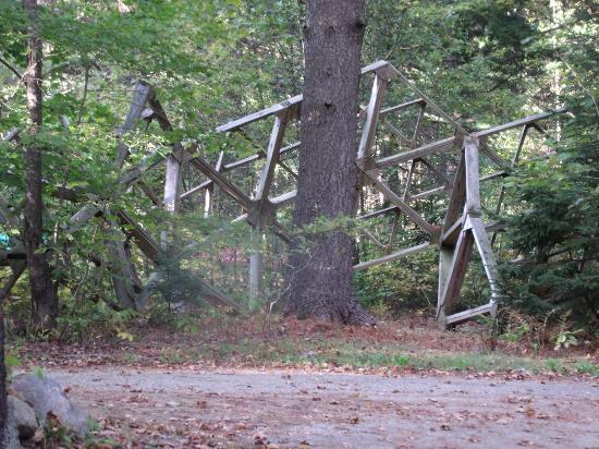 A Stone Wall Inn: Wood sculpture linig driveway.