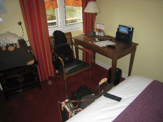 Hotel Elizabeth : mobilier dans un état précaire mais qui reste correcte